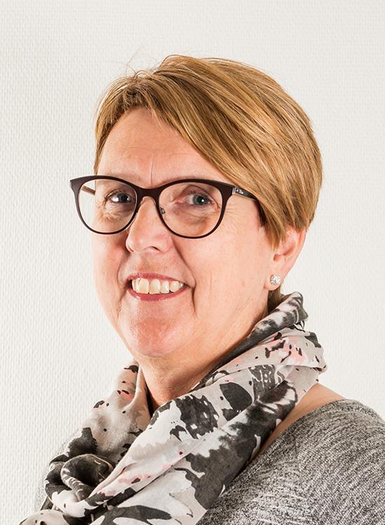 Sølvi Hansen : Økonomisjef